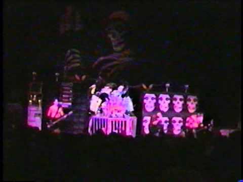 Misfits - Live @ Crest Theatre, Sacramento 27/1/2000 Pt. II