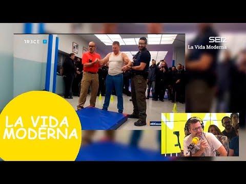 Un CONCEJAL se ofrece voluntario para ser disparado con un táser #LaVidaModerna
