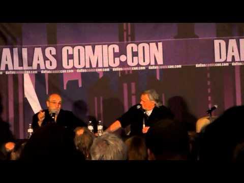 Tony Amendola singing at Dallas Comic Con