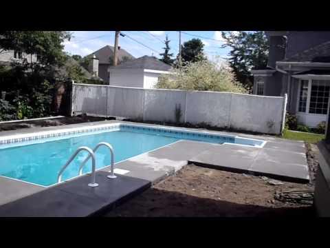 Trottoir de b ton pour piscine creus e youtube for Piscine creusee