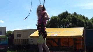 Antosia na trampolinie