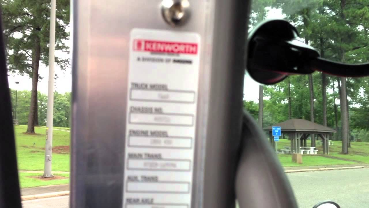maxresdefault 2014 truck tour kenworth t660 youtube kenworth t660 fuse box location at bayanpartner.co
