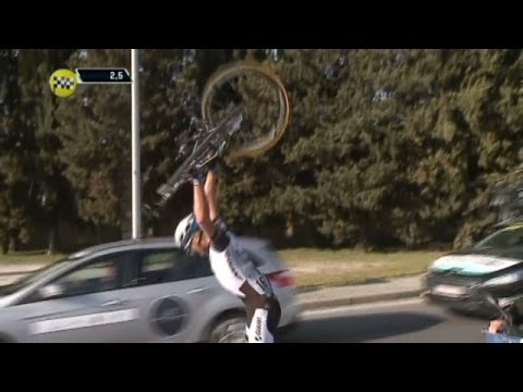 "Marcel Kittel ""smashing"" his bike after his bar broke -  Tirreno - Adriatico 2014"