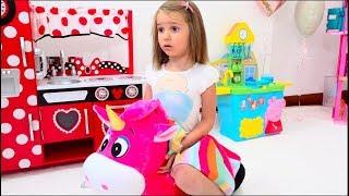 Катя и игрушки для девочек