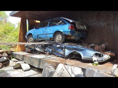 Car crusher crushing cars 27