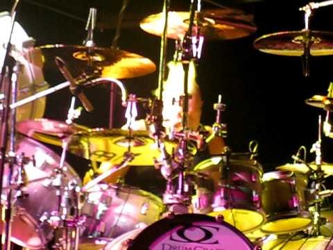 Mike Terrana destroying Munich with his Drum Solo \m/