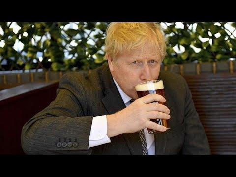 شاهد: بوريس جونسون يستمتع بشرب نصف لتر من الجعة في حانة بوسط لندن بعد تخفيف إجراءات الإغلاق…  - نشر قبل 2 ساعة