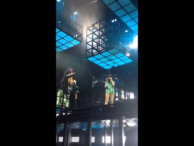 Jay z brings a girl onstage to rap for the second time malvernweather Gallery