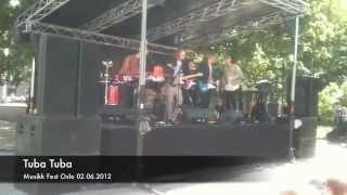 tuba tuba spiller på musikk fest oslo 2012