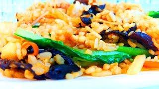 Китайская кухня.  Жареный рис с говядиной и овощами.