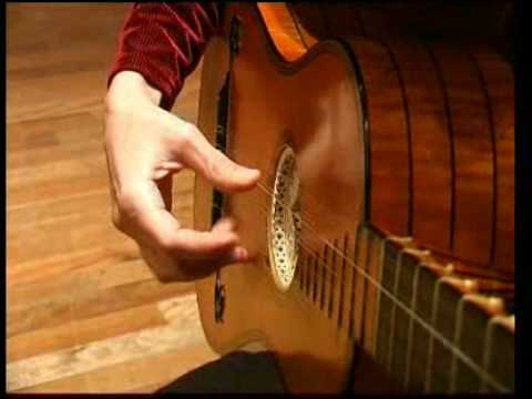 Regina Albanez plays baroque guitar