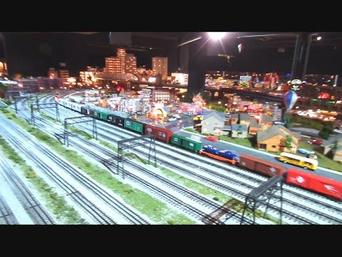 Huge Model Railroad Display Merchants Square Mall