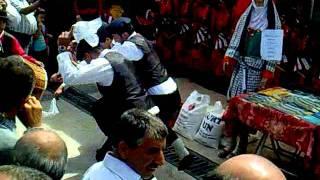 Sivas 4 Eylül Şenlikleri - Gölova Standı Önü Yöresel Oyunlar -  2011 - Gölova Erkek Folklor Ekibi Oynadıkları Yöresel Horonlarla Büyük İlgi Görmüşlerdir.