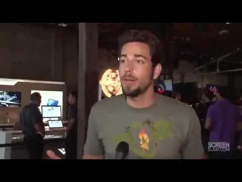 Zachary Levi At Comic Con 2012 _ Adam Baldwin Embrasse Zac !!!