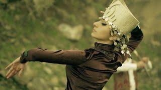 Mamikon - Армения Моя (Official Music Video)(Скачать трек в iTunes: http://apple.co/1N0WsDZ Скачать трек в Google Play: Скачать трек в Amazon: Организация выступлений: Тел.:..., 2013-07-27T15:00:02.000Z)