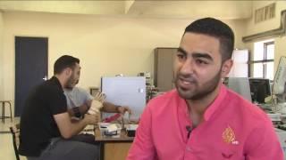 طلبة فلسطينيون يبتكرون نموذجا ليد اصطناعية