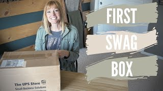 Opening my First Box of Swag: Small Youtuber ID90 Travel