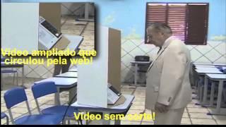 José Sarney vota em Aécio Neves