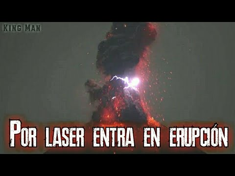 Laser extraterrestre cae del cielo golpea un volcan que luego entra en erupcion