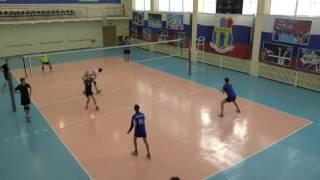 Обучение волейболу. Отработка нападающего удара у сетки