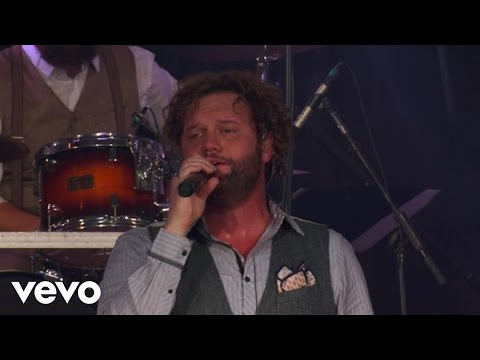 "Les Misérables - Ramin Karimloo Sings ""Bring Him Home""Kaynak: YouTube · Süre: 3 dakika55 saniye"