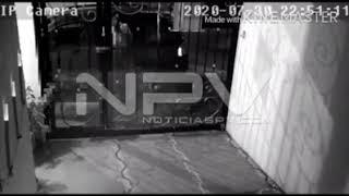 ⭕️Sorprende cámara a joven masturbándose frente a una cochera en Valle Dorado⭕️