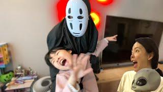 가오나시가 나타났다? 커튼 안에 유령이 있다?  커튼유령 커튼귀신 할로윈 해골 TV유령 TV귀신 가오나시 Ghost behind you l TV Ghost halloween
