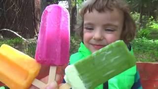 Makar and mom play with ice-cream