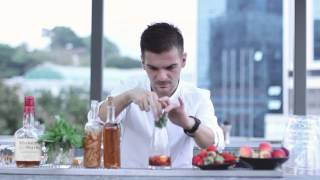 How To Make A Whisky Cocktail With Fruit And Tea