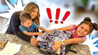MOM REACTS TO WHATS IN MY SCHOOL BACKPACK!!!