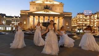КУЧА НЕВЕСТ в центре Москвы !