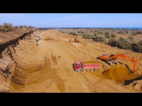 Крым 4K Выборка песка из защитной дамбы Нижне-Чурбашского хвостохранилища ЖРК