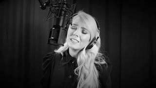 The Black & White Sessions : Chloe Agnew : I Wanna Dance With Somebody