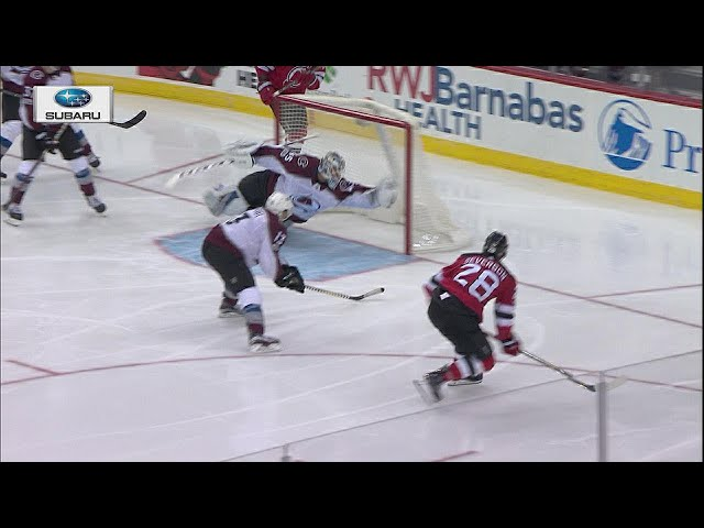 Jonathan Bernier stuns Damon Severson with incredible glove stop