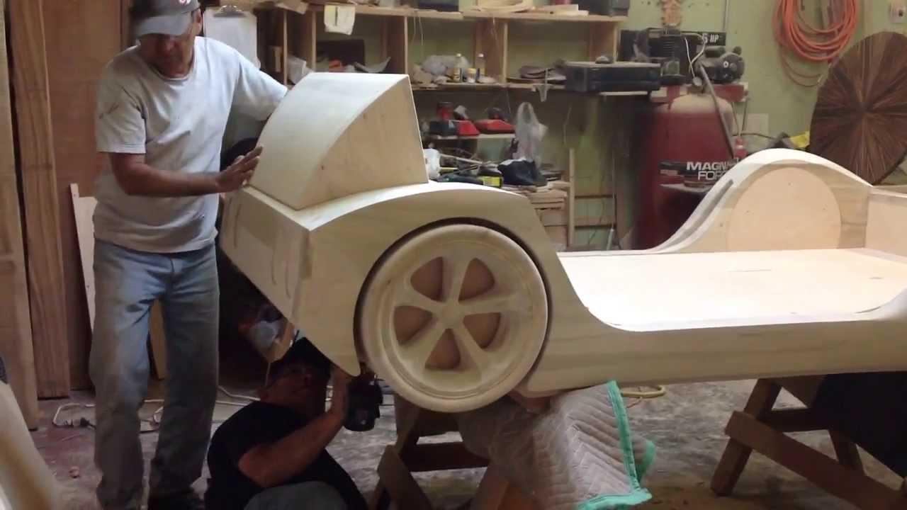 Fabricando una cama estilo corvette en los usa youtube for Manual para hacer una cama de madera