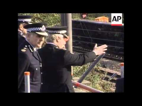 UK: LONDON: QUEEN VISITS RAIL CRASH SCENE