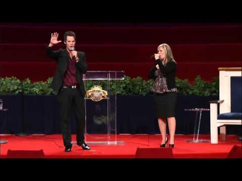Aaron & Amanda Crabb sing  He Looked Beyond My Faults