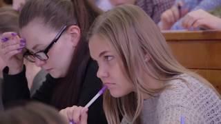 Среднее образование «подвинуло» высшее. Чего боятся нынешние школьники?