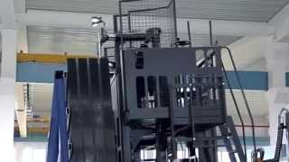Электрический многоходовой сайдлоадер HUBTEX M150 погрузчик для работы с листовым стеклом(На видео работа многоходового электропогрузчика HUBTEX M150 с листовым стеклом. Многоходовые погрузчики HUBTEX..., 2014-10-16T14:53:33.000Z)