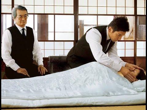 几分钟看完日本高分电影《入殓师》一个不被大多数人认知的职业