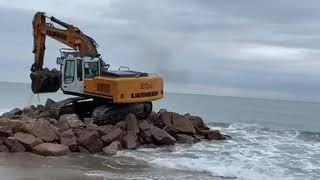 Берегоукрепление берега.