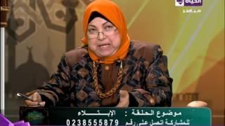 رد سعاد صالح على متصلة «أمها تمنعها من رؤية والدها نهائيا».. فيديو