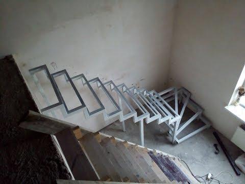 Лестница на второй этаж своими руками из металла с поворотом на 90