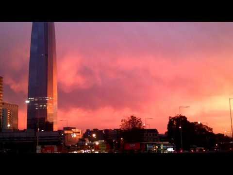 """""""Cielos de Fuego"""" Post Terremoto Santiago de Chile. 24 abril 2017."""