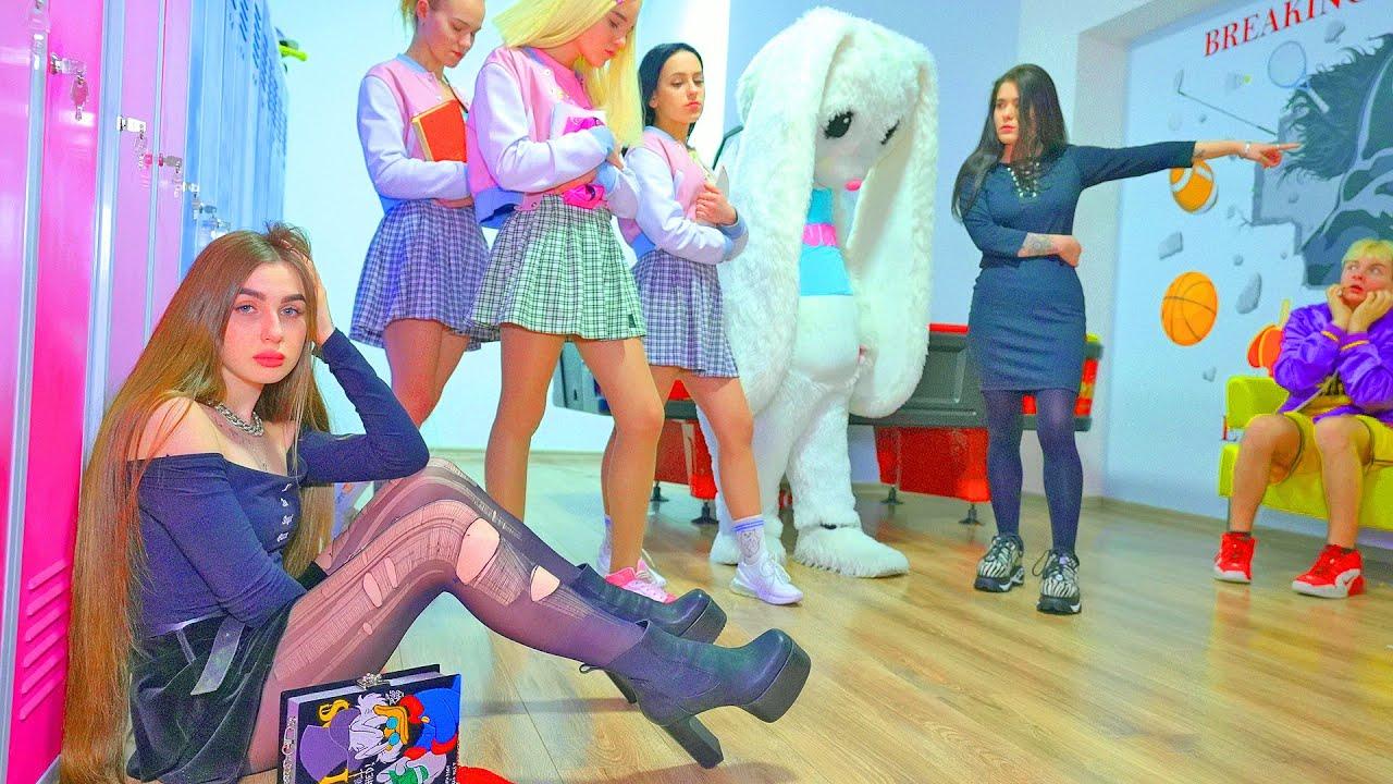 ¡Las Cheerleaders Bunny no son amigas de Diana Rebel! ¿Diana no sabe cómo mantener la amistad?