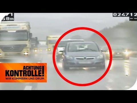 Ohne Licht auf der Autobahn im Regen: Doch das ist nicht alles! | Achtung Kontrolle | kabel eins