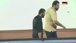 بالفيديو.. مدرب نادي الرائد يضرب أروع الأمثلة في التعامل الإنساني