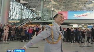 видео Новогодний музыкальный флешмоб устроил в аэропорту Внуково оркестр МВД России (фото)