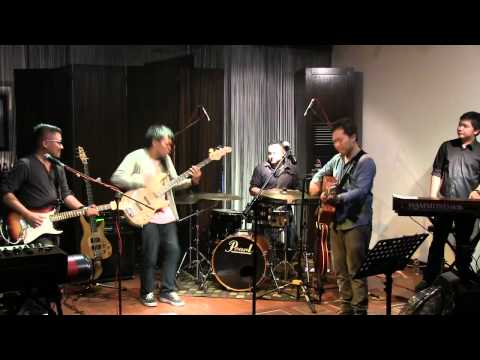 Sandhy Sondoro Ft Barry Likumahuwa - Malam Biru @ Mostly Jazz 16/09/12 [HD]