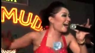 Video Dangdut Hot Di Gesek Pantatnya download MP3, 3GP, MP4, WEBM, AVI, FLV September 2018